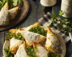Рецепты с капустой: постные чебуреки и голландский салат