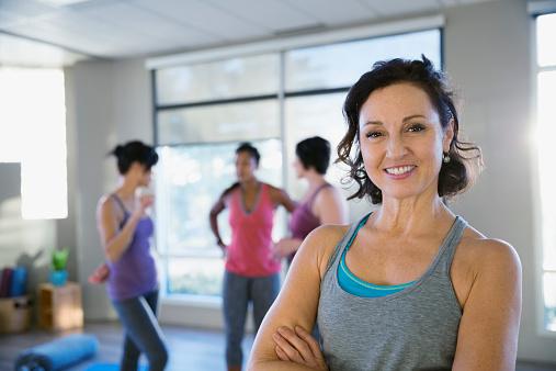 женщина в спортзале фото