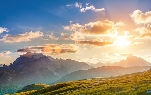 рассвет в горах фото