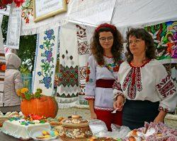 Выходные на Тернопольщине: фестиваль черной Борщевской вышиванки и борща