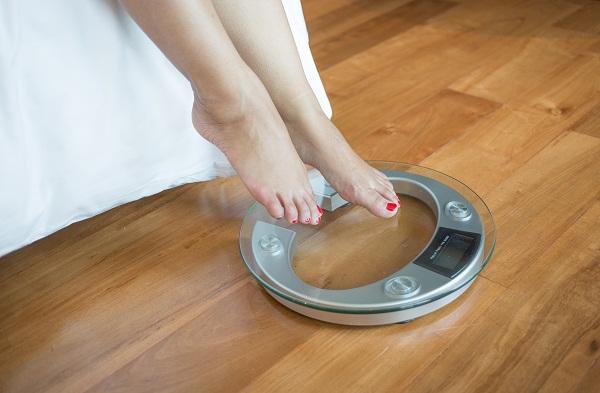 Врачи объяснили, почему женщины набирают вес после замужества