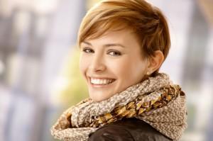 женщина улыбается - фото