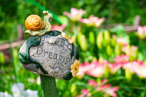 Садовая скульптура - фото